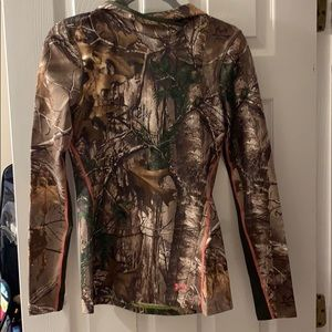 Under Armor/ RealTree fitted jacket